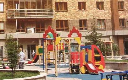 Закрытые дворы с игровыми площадками